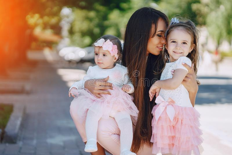 Fostra med dottern arkivfoton