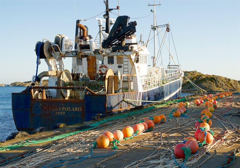 Fotö, barco de pesca na costa oeste na Suécia imagens de stock