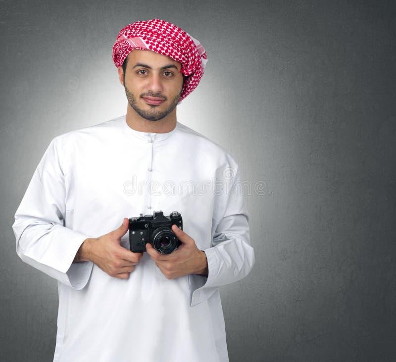 Fotógrafo árabe com sua came imagem de stock
