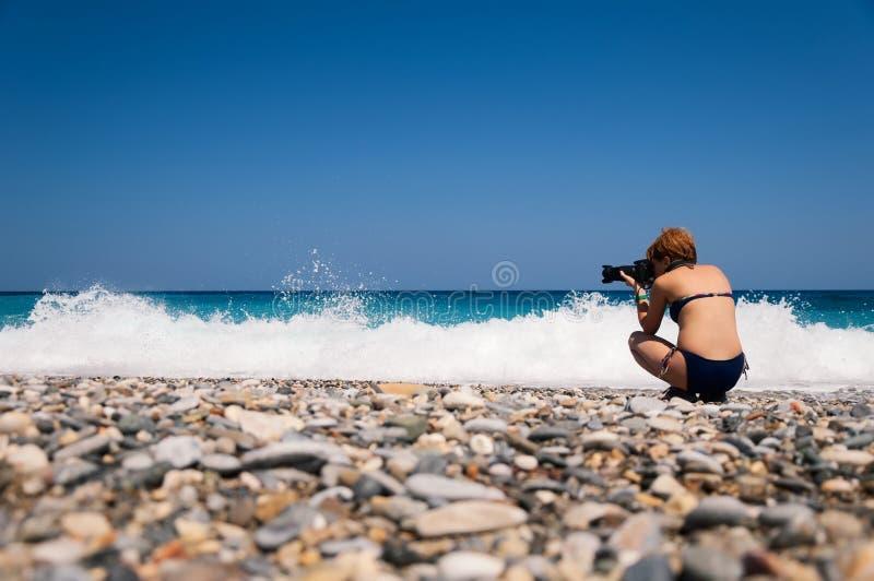 Fotógrafo da natureza da menina