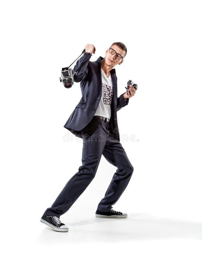 Fotógrafo de escape dos paparazzi com câmeras antiquados imagem de stock