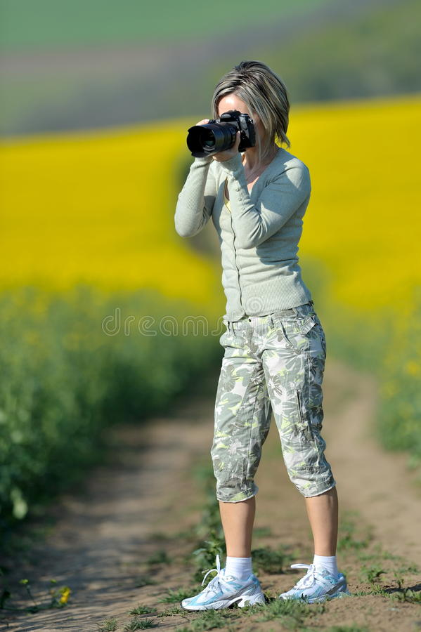 Fotógrafo de la mujer profesional imagenes de archivo