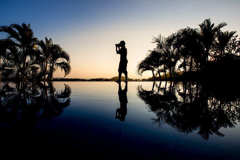 Fotógrafo de la silueta fotografía de archivo