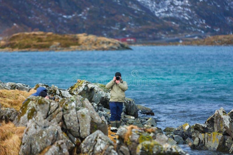 Fotógrafo del viaje en Lofoten foto de archivo