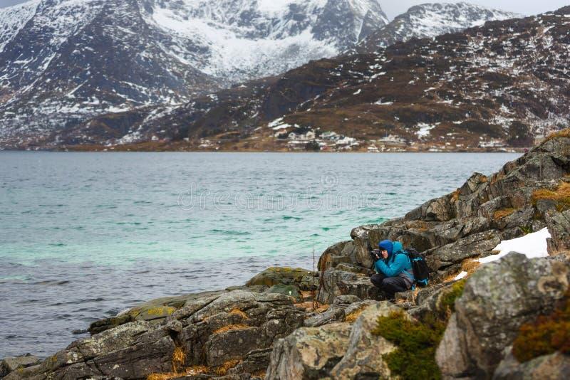 Fotógrafo del viaje en Lofoten fotos de archivo libres de regalías
