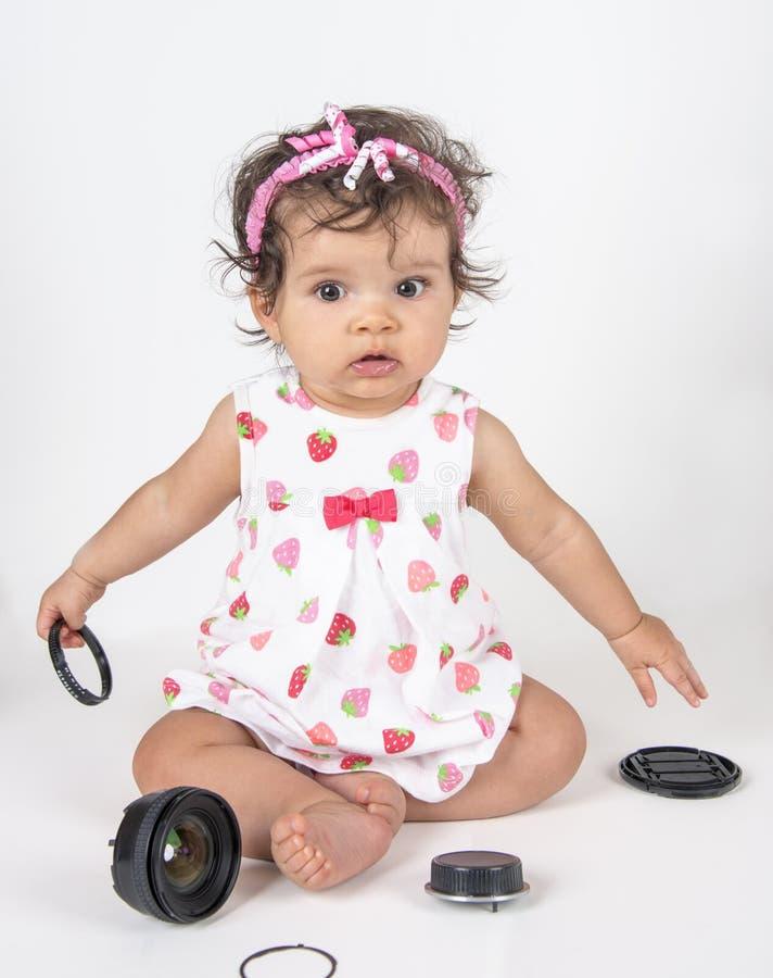 Fotógrafo do bebê travado com lente quebrada foto de stock
