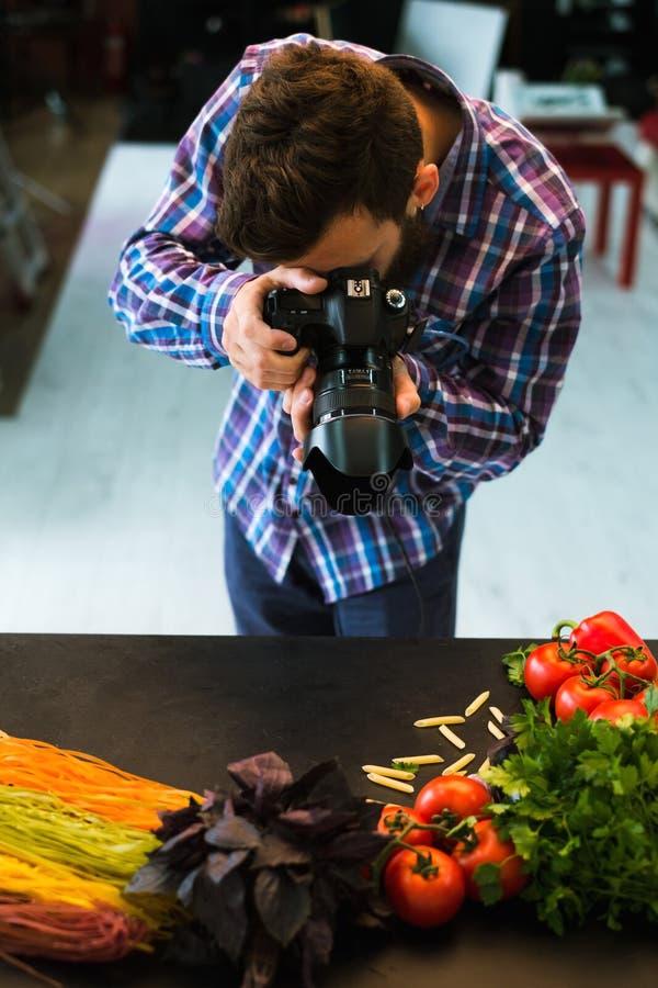 Fotógrafo do estilista do blogue da fotografia do alimento fotos de stock