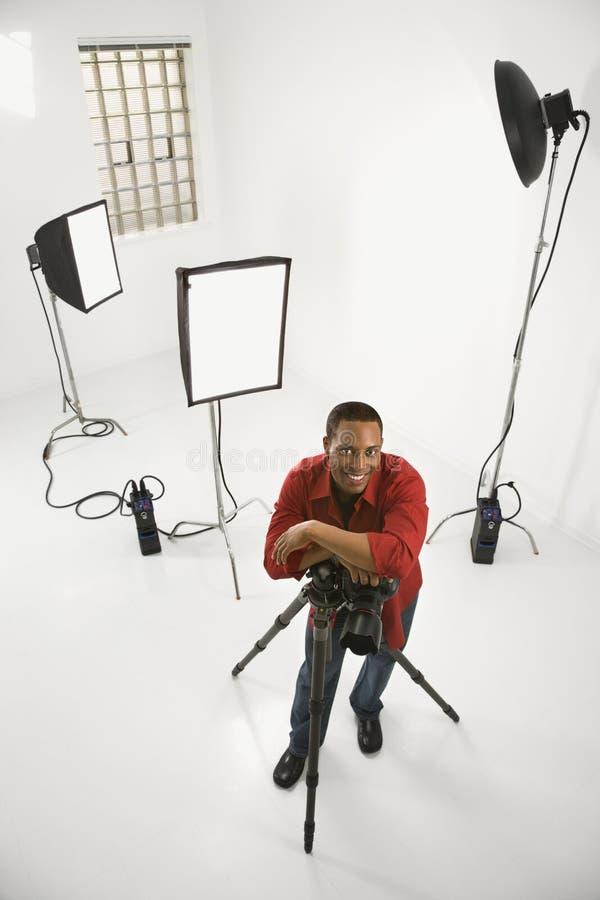 Fotógrafo en estudio. foto de archivo libre de regalías