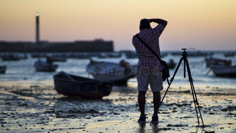 Fotógrafo en la playa Cádiz España de Caleta del la imágenes de archivo libres de regalías