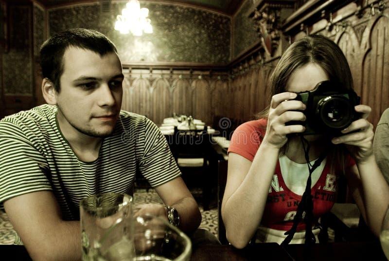 Fotógrafo en restaurante fotos de archivo