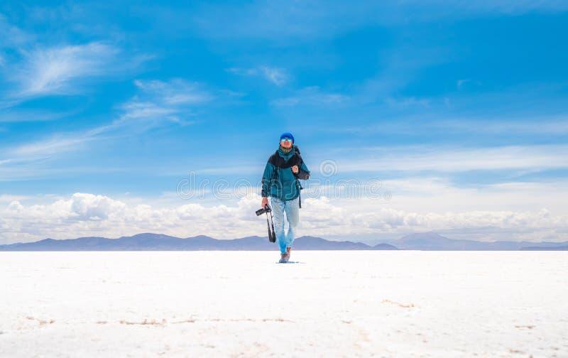 Fotógrafo en Salar de Uyuni foto de archivo libre de regalías
