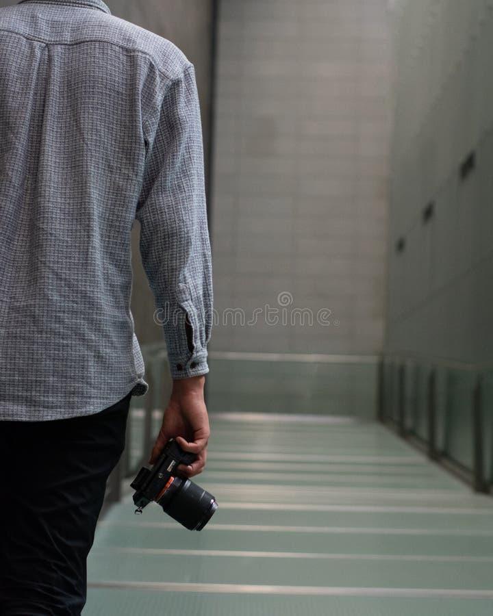 Fotógrafo en un vestíbulo fotos de archivo