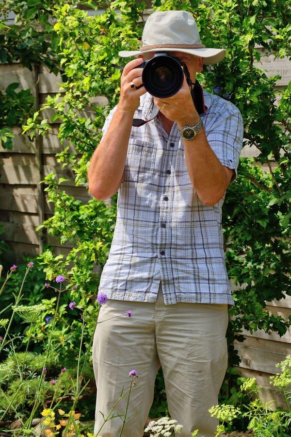 Fotógrafo maduro imagenes de archivo