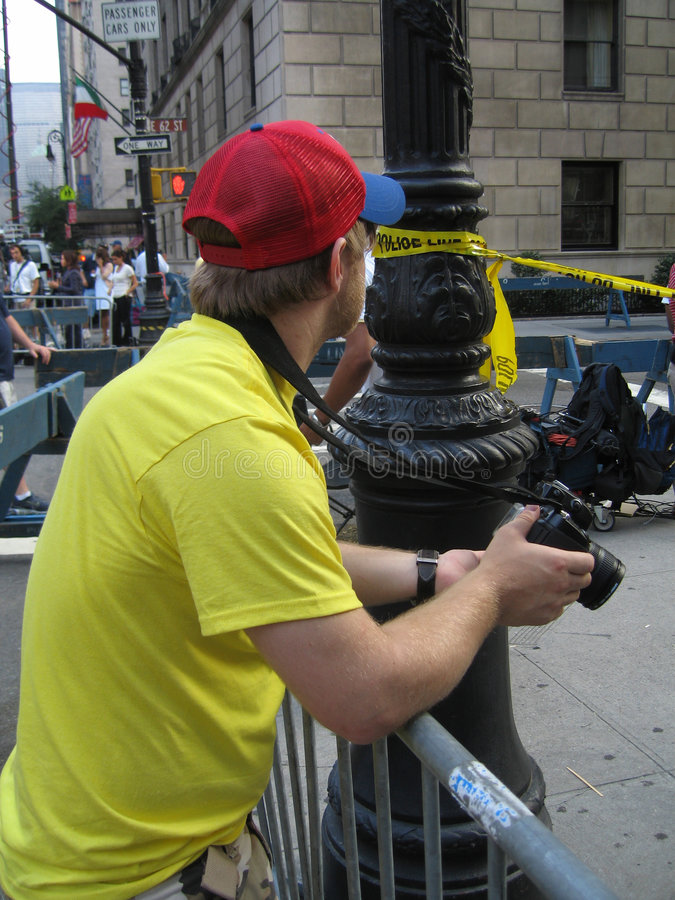 Fotógrafo na cena do crime fotografia de stock