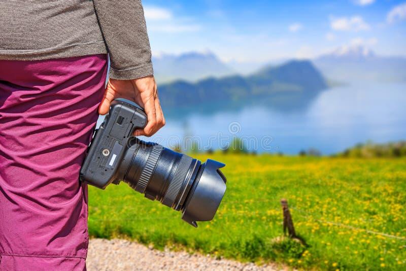 Fotógrafo na opinião bonita da natureza imagem de stock