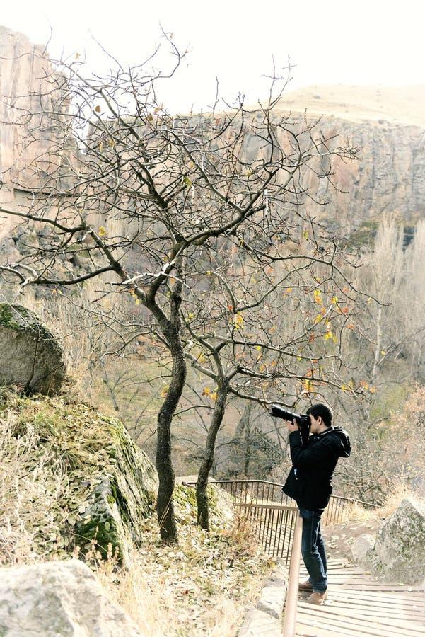 Fotógrafo no vale de Ihlara fotos de stock