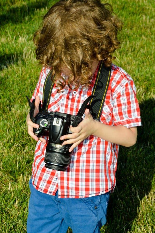 Fotógrafo pequeno da criança fotografia de stock royalty free