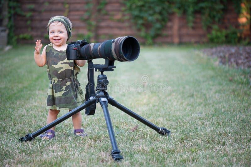 Fotógrafo pequeno do bebê imagens de stock royalty free