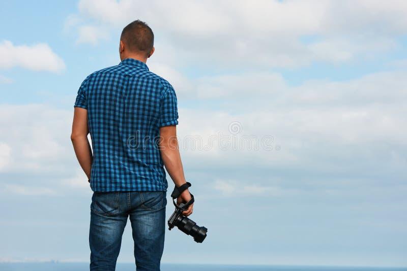 Fotógrafo profissional com câmara digital fotos de stock