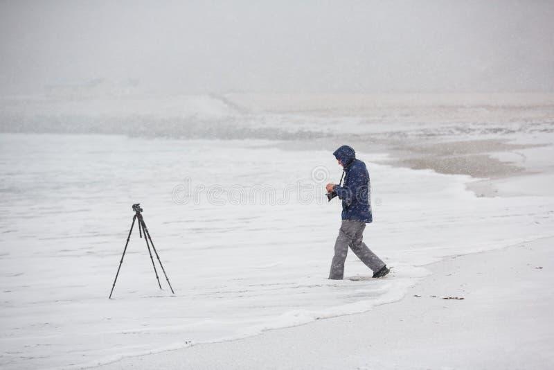 Fotógrafo que viaja en el norte foto de archivo