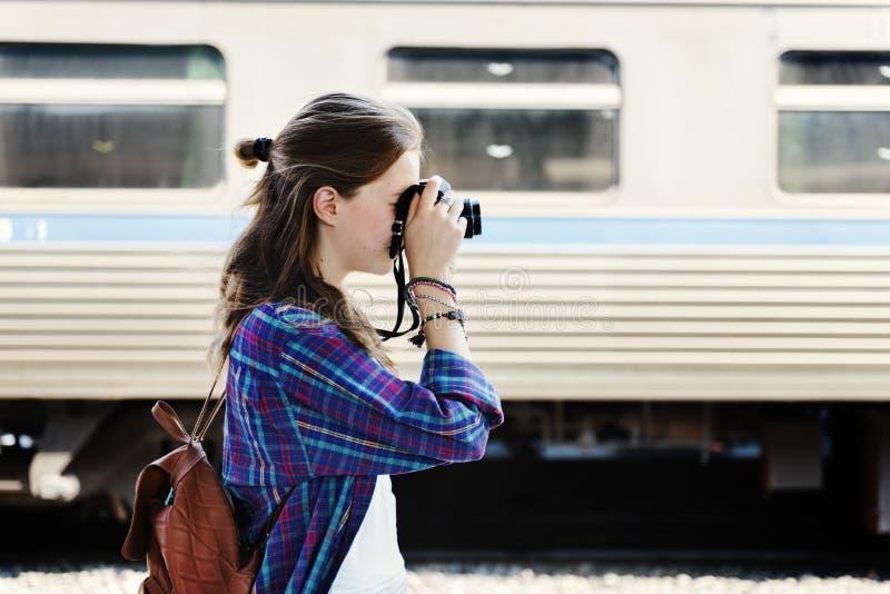 Fotógrafo Traveler Wanderlust Concept de la muchacha foto de archivo libre de regalías