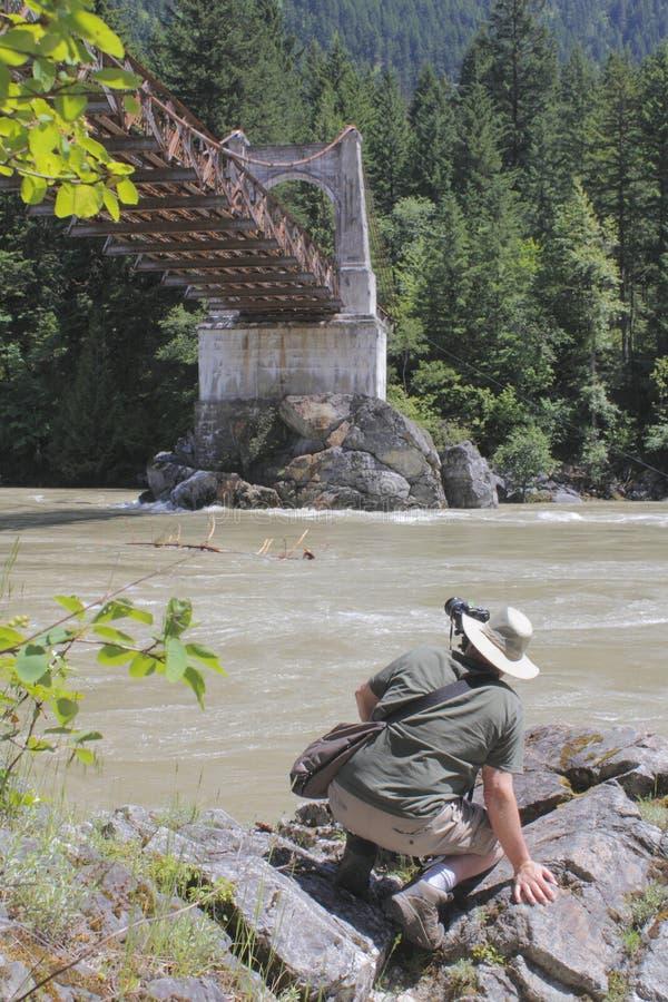 Fotógrafo y el puente de Alexandra fotos de archivo