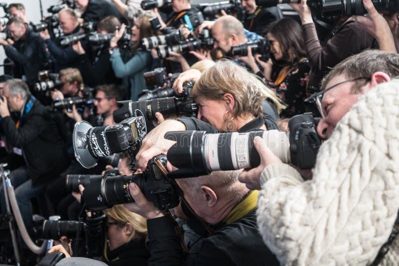 Fotógrafos de prensa imagenes de archivo