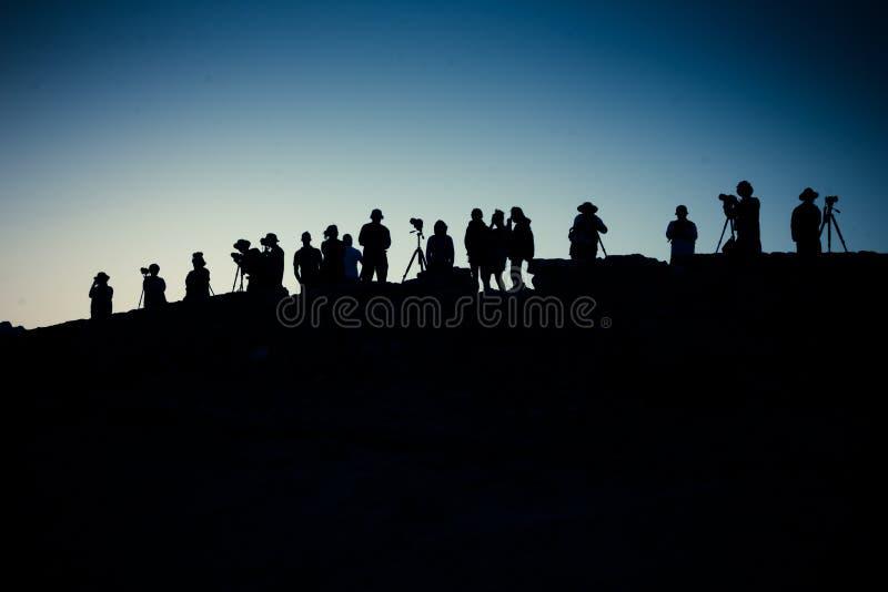 Fotógrafos en el amanecer imágenes de archivo libres de regalías