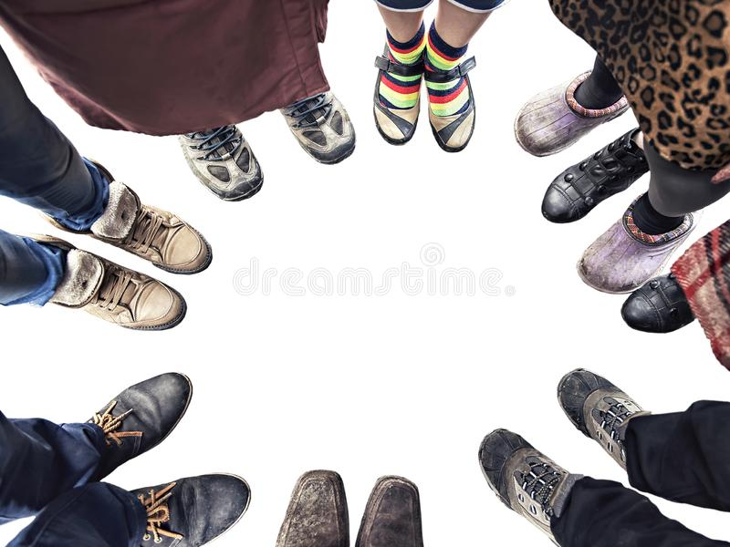 Fot av folk som står i en cirkel royaltyfri foto