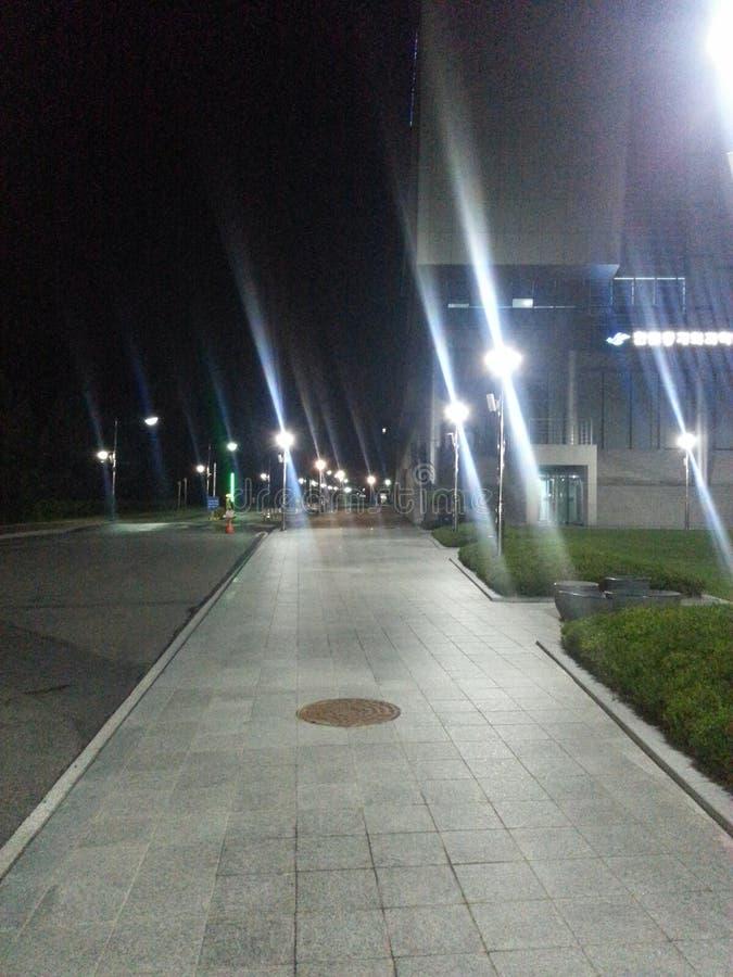 Fot- bana i natt royaltyfri fotografi