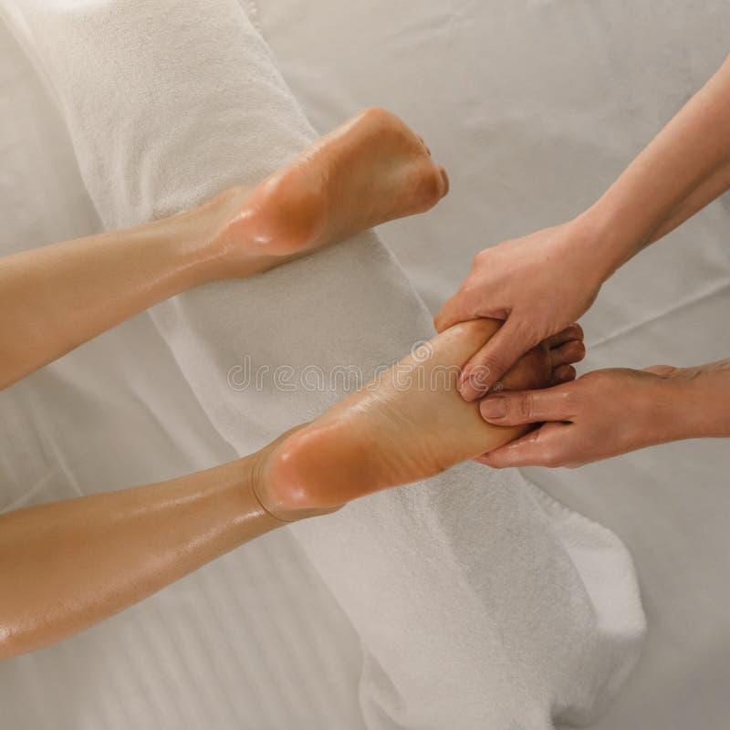 Fot medicinsk massage royaltyfri fotografi