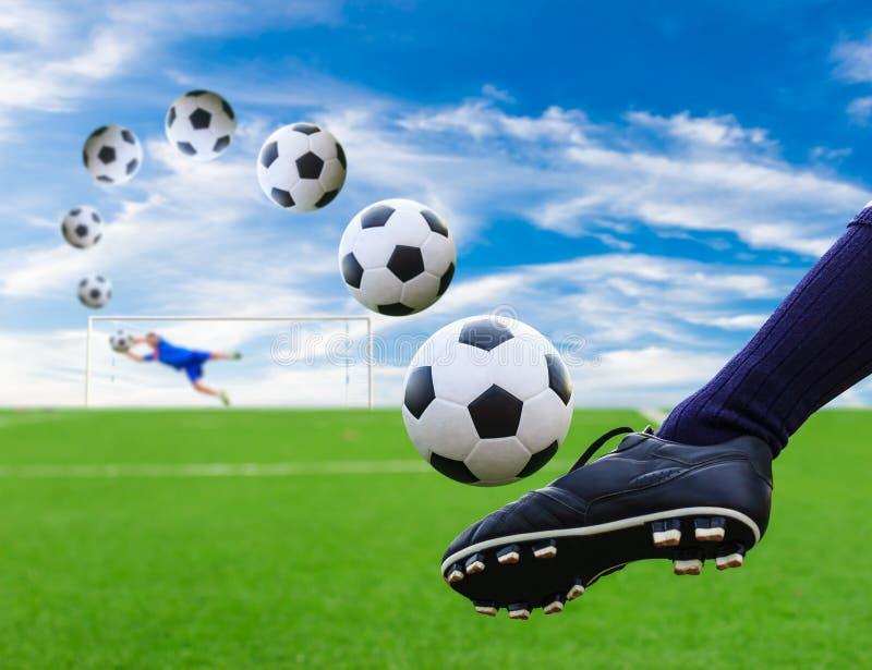 Fot som sparkar fotbollbollen till målet royaltyfri foto
