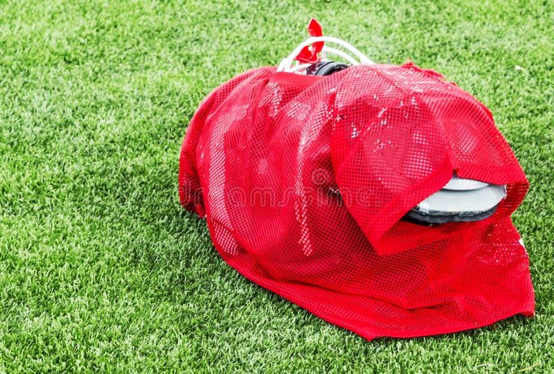 Fotbollövningslikformig med fulla block som är klara för handling royaltyfria bilder