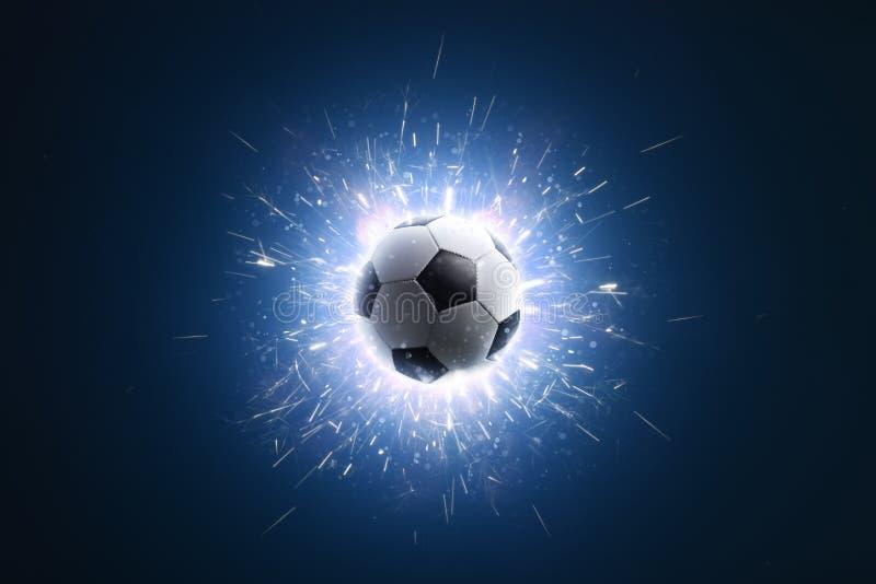 fotboll för burning exponeringsglas för aquaboll Fotbollbakgrund med brand gristrar i handling på svarten fotboll arkivfoto