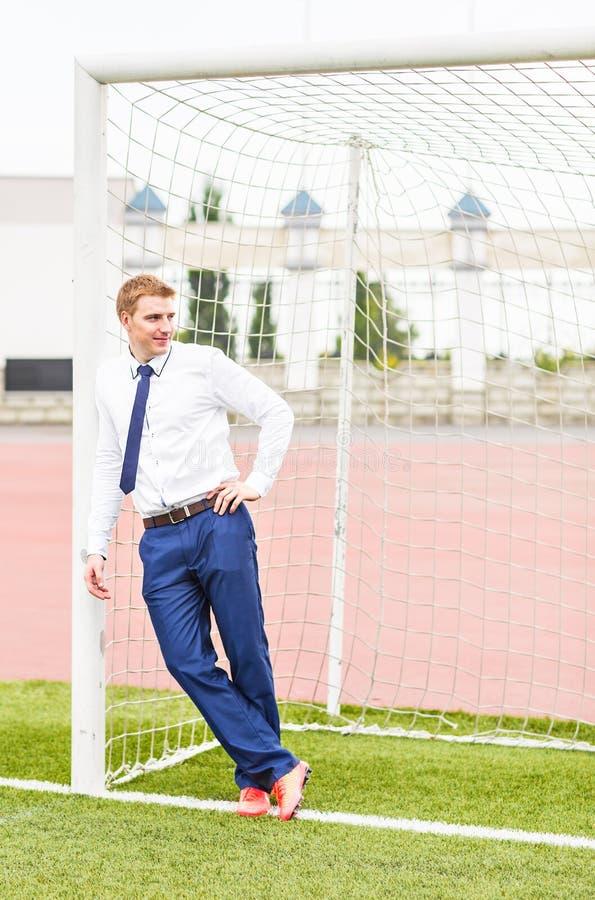 fotboll för mästerskapbegreppseuropean Affärsman som spelar fotbollbollen arkivbilder