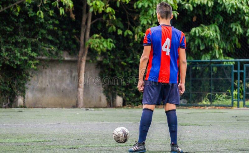 Fotboll med anda och passion arkivfoton