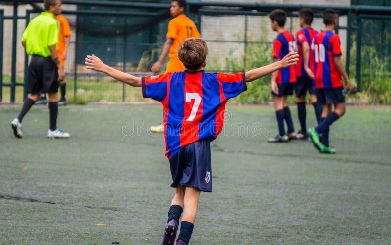 Fotboll med anda och passion fotografering för bildbyråer