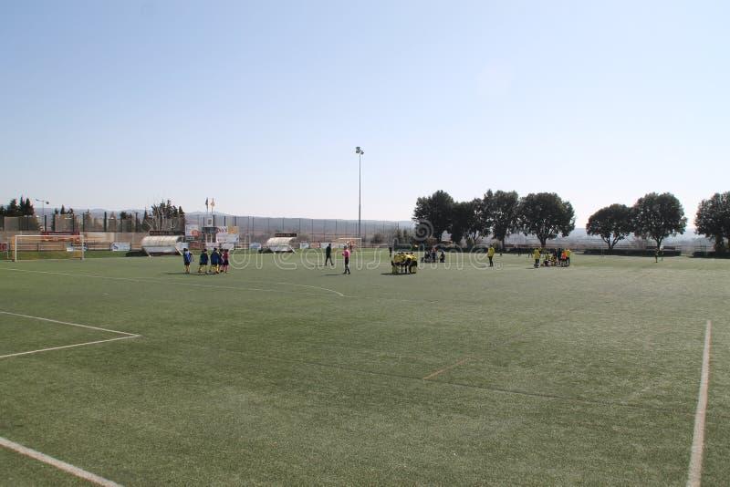 Fotboll 7 unga pojkar royaltyfria bilder