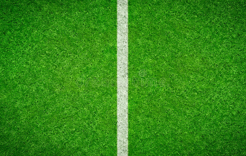 Fotbollbakgrund med en vertikal linje arkivfoto
