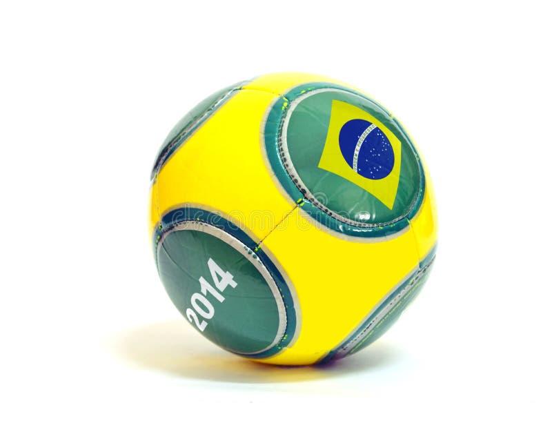 Fotbollboll med den brasilianska flaggan arkivfoton