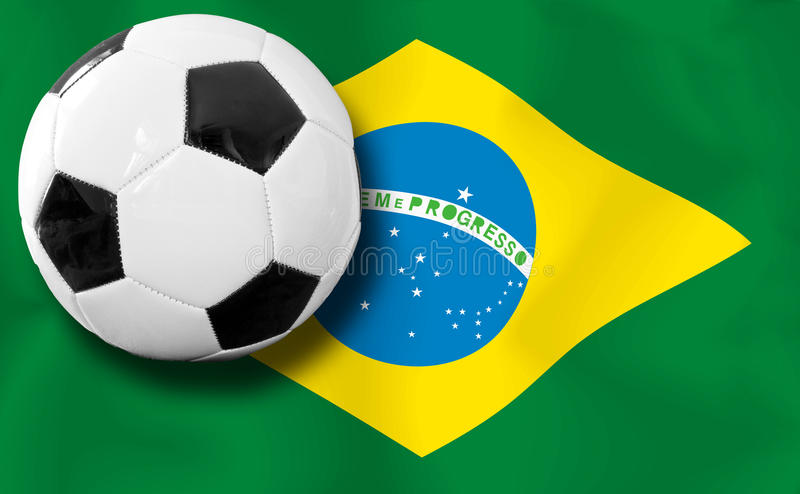 Fotbollboll med den brasilianska flaggan arkivfoto