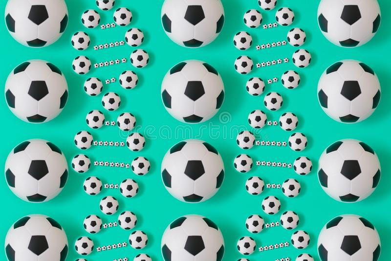 Fotbolldna p? bl? bakgrund stock illustrationer