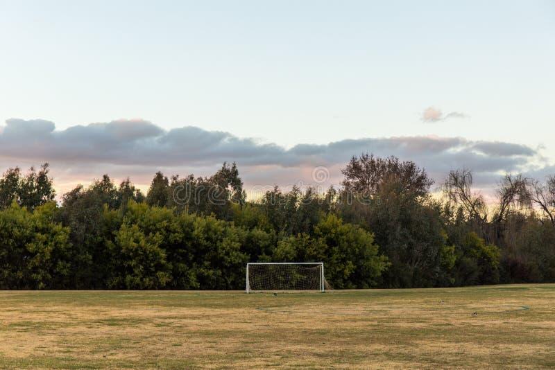 Fotbollfält i bygden arkivfoto