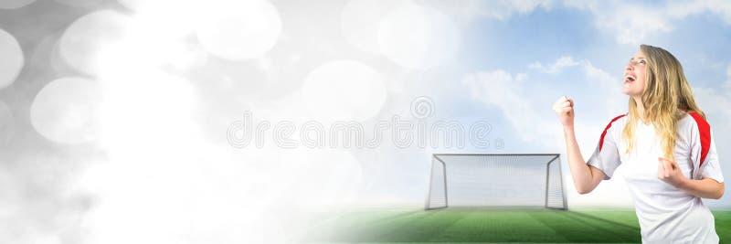 Fotbollfan som firar med näven och mål på graden med övergång fotografering för bildbyråer