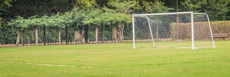 Fotbollmål i fält royaltyfria foton