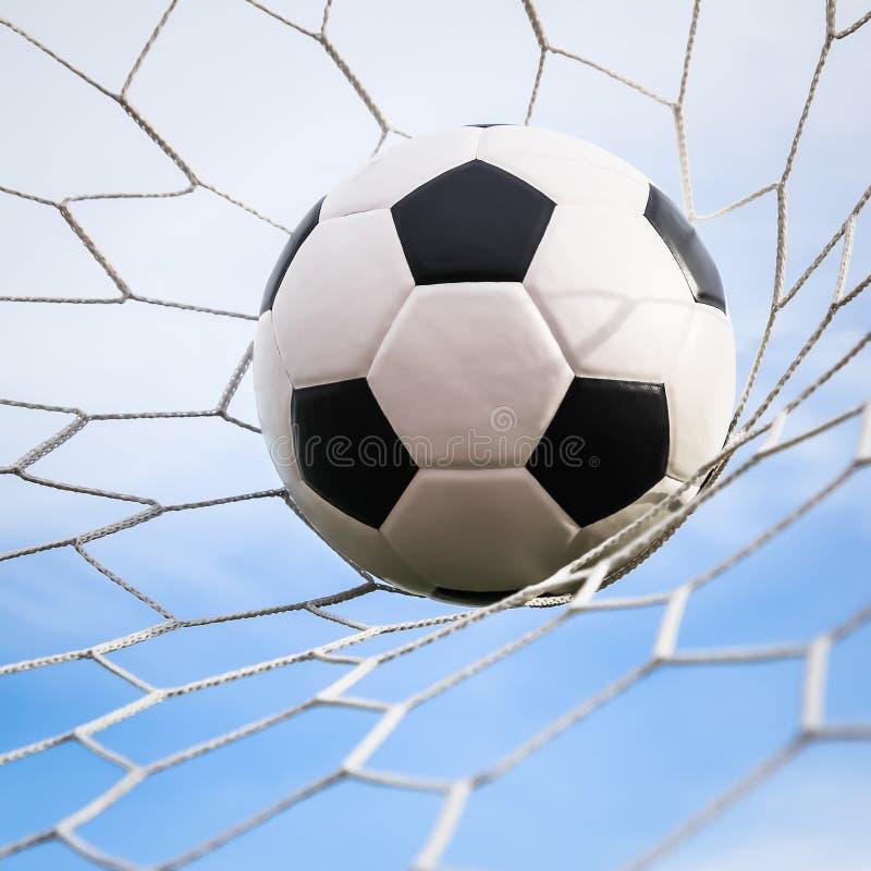 fotbollmålet förtjänar arkivbild