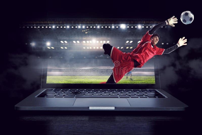 Fotbollmålvakt i handling Blandat massmedia royaltyfria bilder