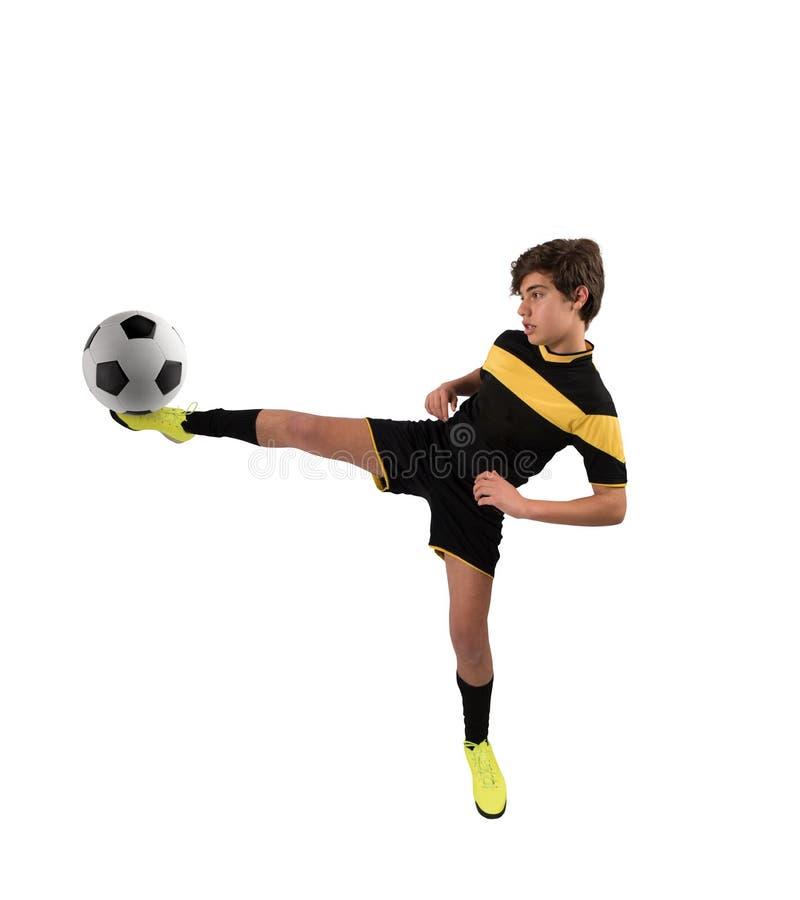 Fotbollplats med att konkurrera unga fotbollsspelare på stadion arkivfoton