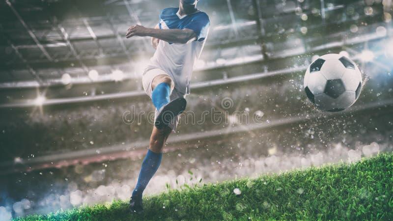 Fotbollplats p? nattmatchen med spelaren som sparkar bollen med makt royaltyfria foton