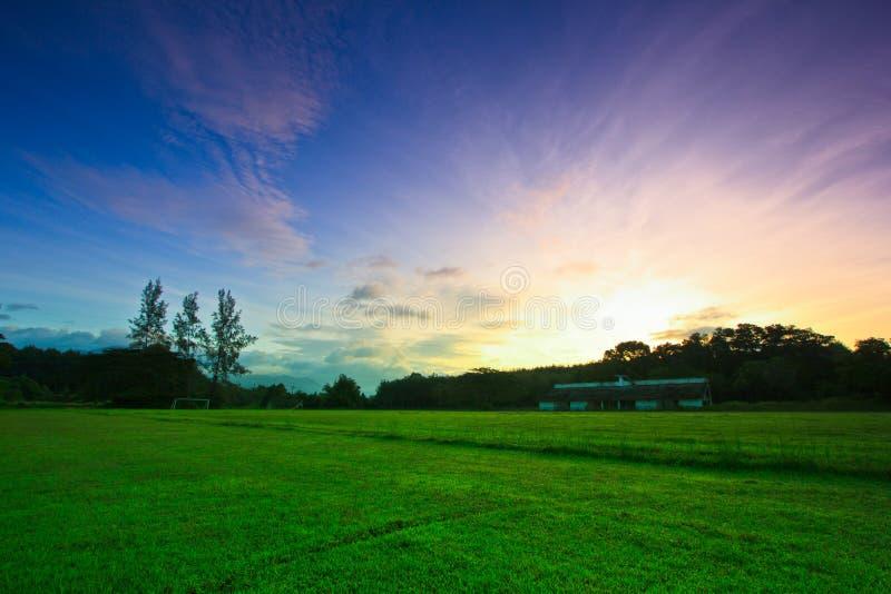 Fotbollsarena i soluppgången royaltyfri fotografi